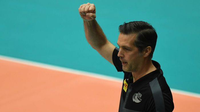 Volleyball-Bundesliga: VfB-Trainer Hollosy  im Zwiespalt